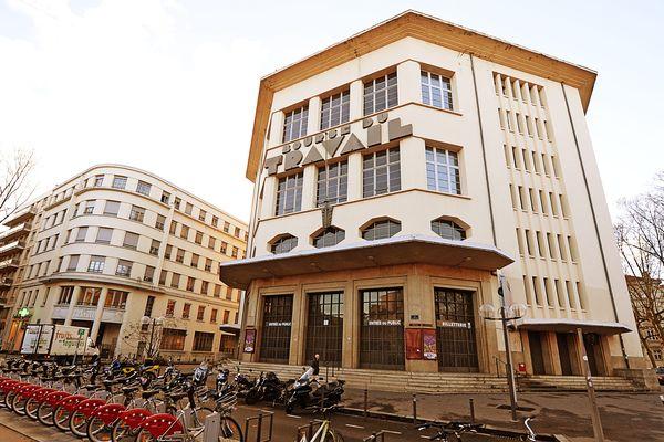 A Lyon, la Bourse du Travail est située près de la place Guichard dans le 3e arrondissement