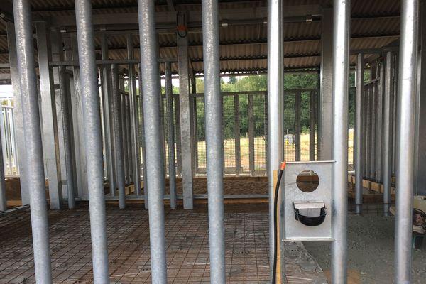 d'imposants enclos sont en construction