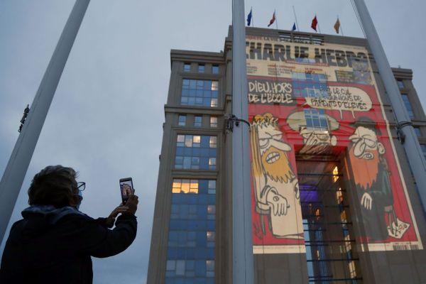 Les caricatures, symbole de la laïcité et de la liberté d'expression, projetées sur l'hôtel de Région de Montpellier