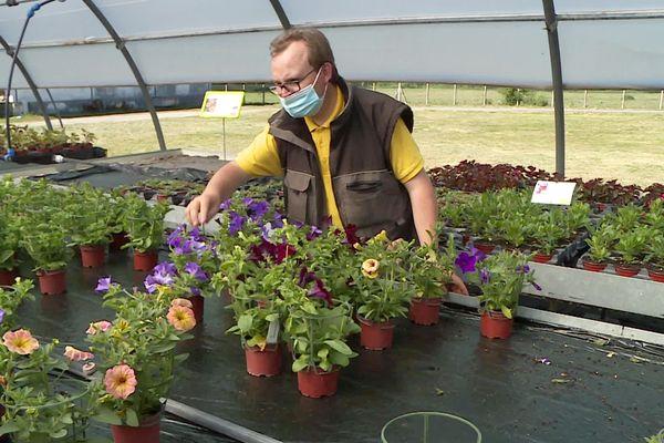 Pour Robert et ses collègues, cette vente de printemps est le couronnement d'une année de travail