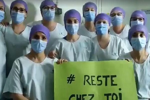 Des soignants de l'unité de réanimation pédiatrique du CHU de Lille
