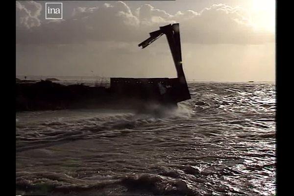 Sous la force des vagues, le cordon de digue a cédé entre Ault et Cayeux-sur-mer