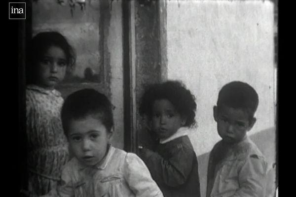 Les enfants étaient scolarisés à l'intérieur du camp de Bias sans pouvoir rejoindre les écoles publique du village