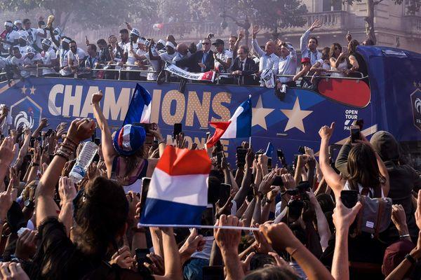 Les Bleus de retour à Paris et sur les Champs-Elysées