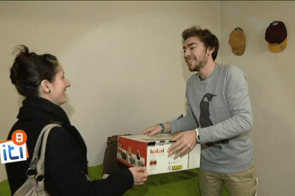 """Un appareil à raclette contre des cours de batterie : un échange rendu possible grâce la plateforme de """"mon p'ti voisinage"""""""