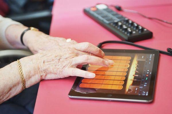 Electro pads en EHPAD : de la médiation musicale à destination des personnes âgées