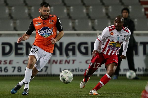 06/02/15 - Foot : Ligue 2 / Laval - Ajaccio / Robic relance malgré Marester