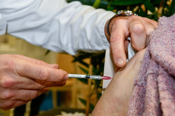 Les vaccinations contre le coronavirus ont débuté en France.