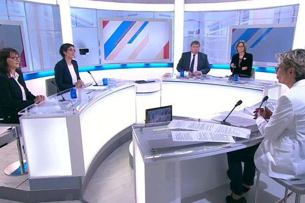 Le plateau de Dimanche en politique.