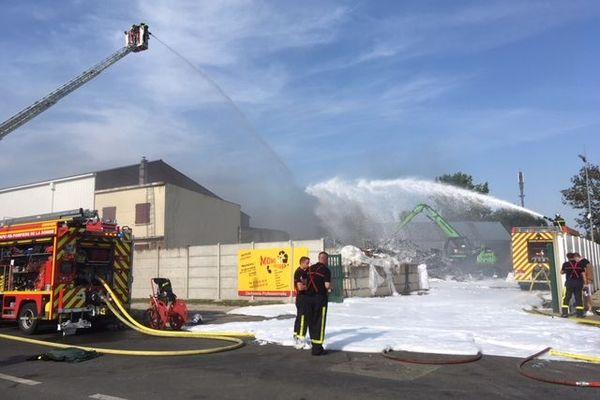 Les pompiers en intervention mardi 15 septembre pour un incendie dans une entreprise située sur la ZAC de Montières à Amiens