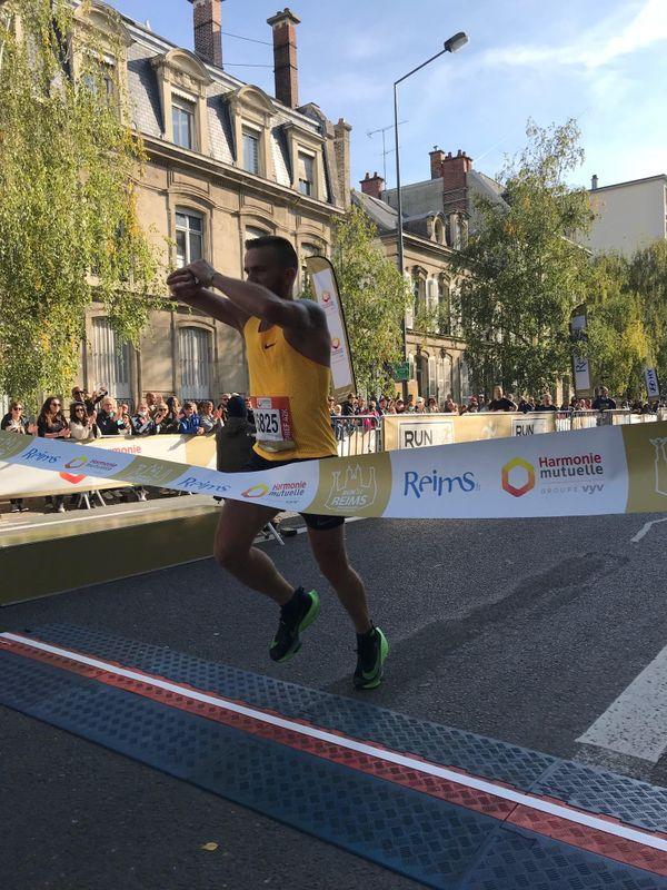 Julien Sicard remporte le marathon du Run in Reims 2021