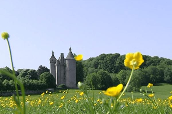 Le château de Villemonteix en Creuse
