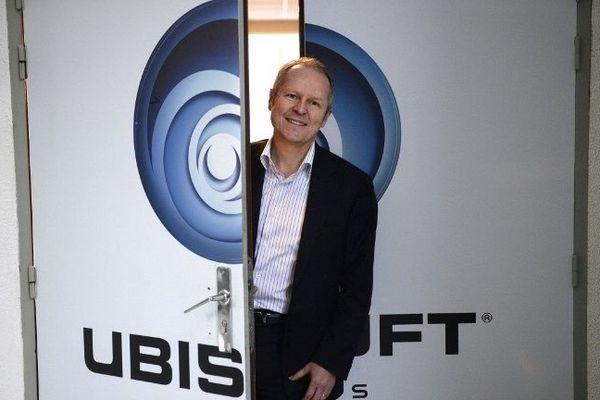 Le co-fondateur d'Ubisoft Yves Guillemot pose dans les studios de la société à Paris, en décembre 2013