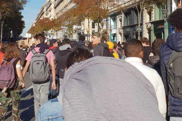 Les lycéens manifestent sur le Vieux Port et le bas de la Canebière