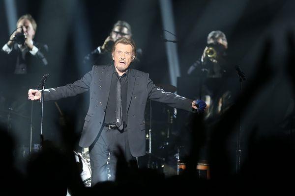 Johnny Hallyday lors de son concert avec les Vieilles Canailles, à Strasbourg, le 19 juin 2017.