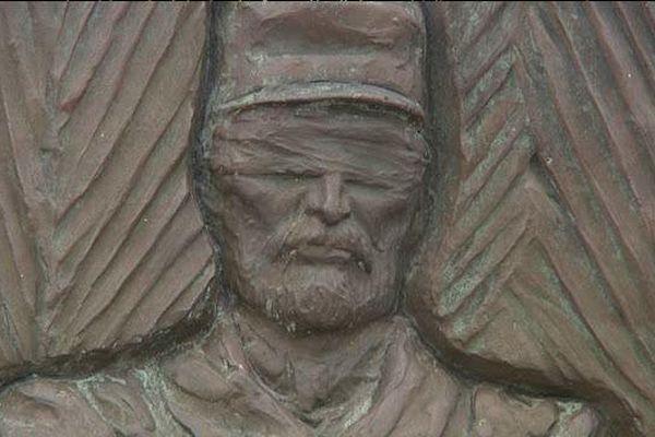 Portrait de Théophile Maupas sur le monument aux morts de Sartilly