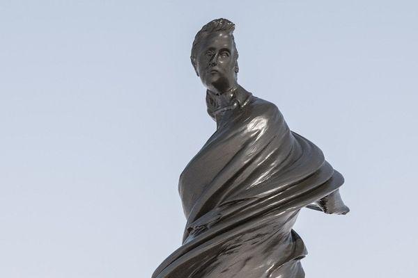 La statue d'Arago réalisée par Wim Delvoye dans les jardins de l'Observatoire de Paris