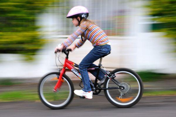 Depuis le 22 mars 2017, le casque de vélo est obligatoire pour les moins de 12 ans.