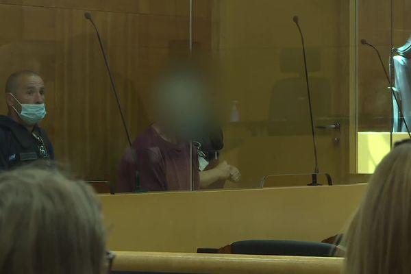 Alain Seeli, flouté, dans le box des accusés.