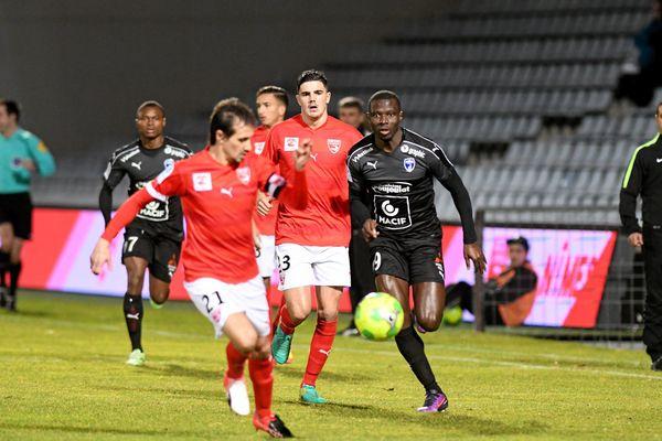 Nîmes a battu Niort 3 à 0.