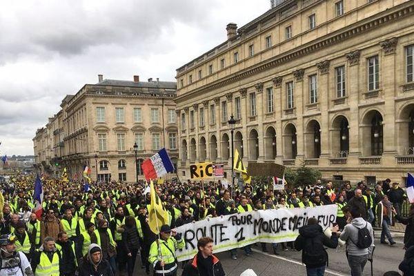 Ils étaient déjà plusieurs milliers à se diriger vers la place de la Comédie en début d'après-midi ce samedi 26 janvier.