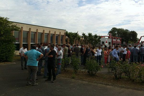 Débrayage des salariés de l'entreprise SES située à Tours Nord