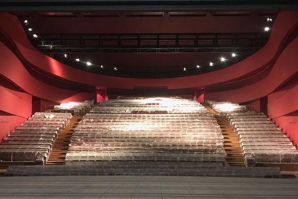 La grande salle de la nouvelle Comédie de Clermont attend la fin du confinement. Il faudra un mois de travaux pour pouvoir ouvrir au public, sans doute début septembre 2020.