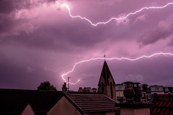 Cette alerte aux orages dans le département de la Loire, fait suite à un pic de chaleur qui a touché une grande partie de la France ces derniers jours.