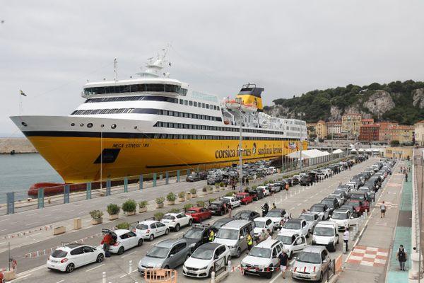 Parmi les mesures, la création d'une aire marine protégée au large du littoral niçois, et un bonus malus pour les véhicules empruntant les ferries