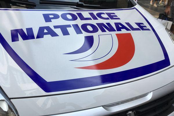 Véhicule de la police nationale en intervention dans l'agglomération de Bordeaux
