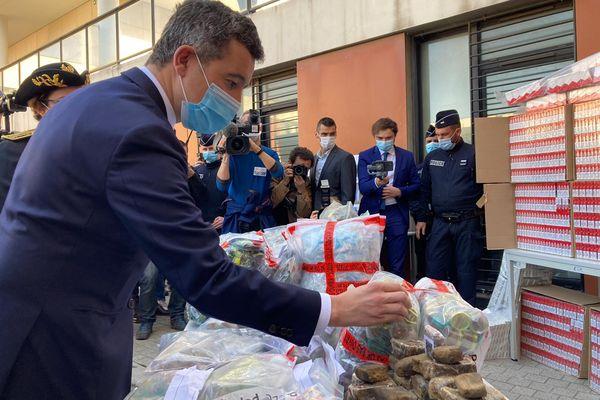 Le ministre de l'Intérieur au commissariat de police du 15ème arrondissement de Marseille, ce jeudi 25 février.