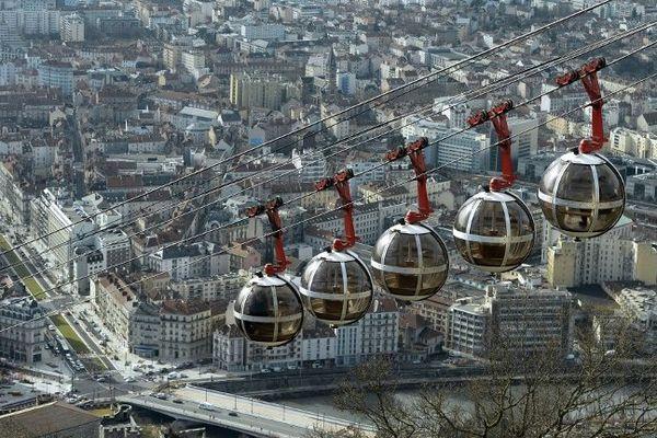 """Les """"bulles"""" du télépherique de la Bastille"""