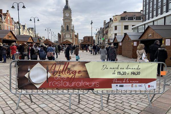 """Le """"village de la restauration"""" sur le parvis de la mairie à Lens"""