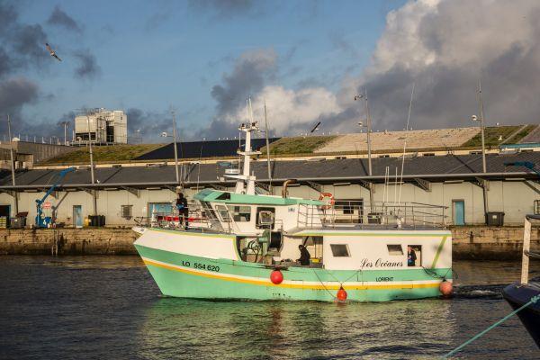 Un fileyeur de retout de pêche, en décembre 2020 dans le port de Lorient Keroman.