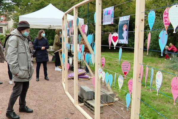 Mur de messages d'amour au parc Sainte-Marie à Nancy