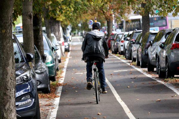 Le rêve des cyclistes, de belles pistes sécurisées.
