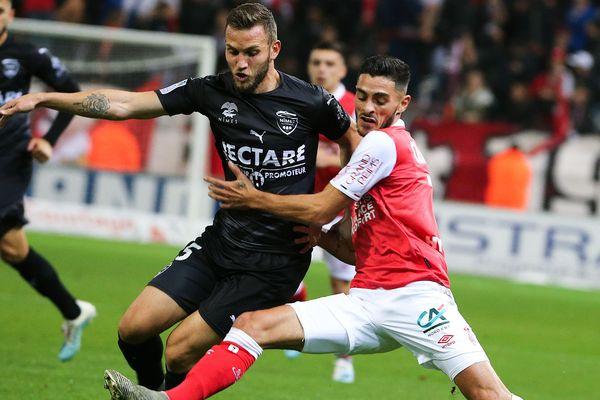 Le Rémois Xavier Chevalerin (à droite) aux prises avec Gaëtan Paquiez, ce samedi 26 octobre au stade Delaune.