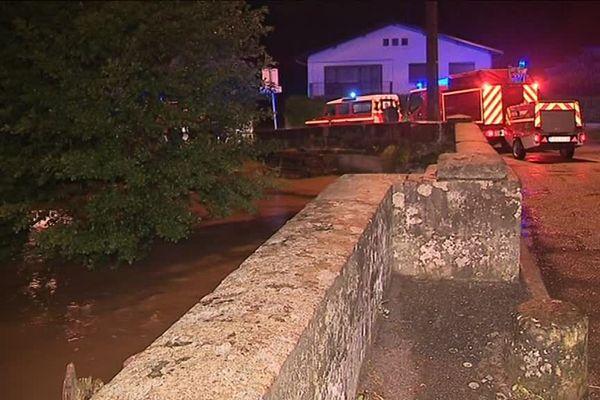 A Deyvillers (Vosges), l'eau du ruisseau de Saint-Oger est montée d'une hauteur d'un mètre cinquante dans la commune le lundi 4 juin 2018.