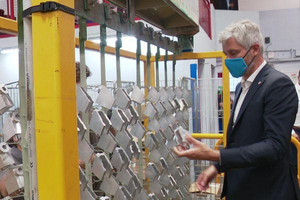 Laurent Wauquiez était une visite dans une usine de métallurgie de Genas dans le Rhône. Officiellement, il était en visite en tant que Président de la Région Auvergne-Rhône-Alpes.