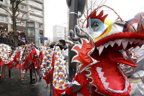 Les dragons sont souvent les héros de ces défilés traditionnels.