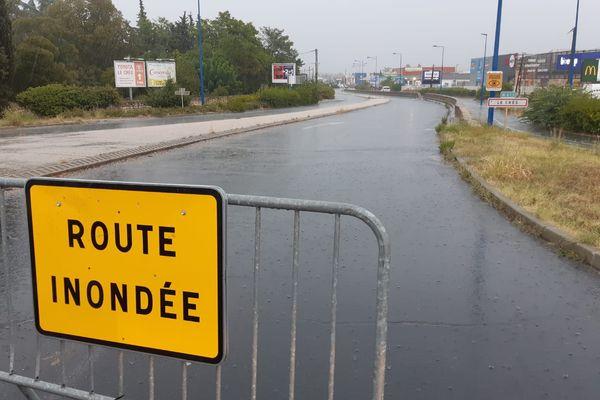 La RN113 fermée à la circulation à l'entrée du Crès, près de Montpellier, pour cause de chaussée inondée le 3 septembre 2021