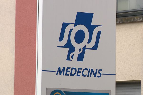 Depuis une semaine, le cabinet de SOS Médecins à Chenôve fermait ses portes à 20h, en réaction à l'agression d'un de leurs médecins.