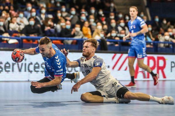 Match de handball de Proligue opposant le BHB à  Besançon, au palais des sports de Pau le 2 octobre 2020 .