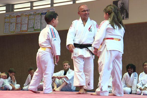 Farid Chagroune a une approche humaniste de son rôle de professeur de judo