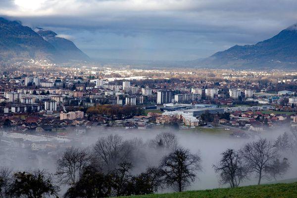 Vue de la ville de Cluses dans la Vallée de l'Arve en Haute-Savoie