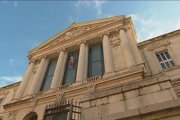 Le dossier est devant le tribunal correctionnel de Nice.