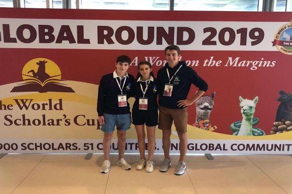 Emma, Guillaume et Maximilien à La Haye pour des épreuves de la World Scholar's cup.