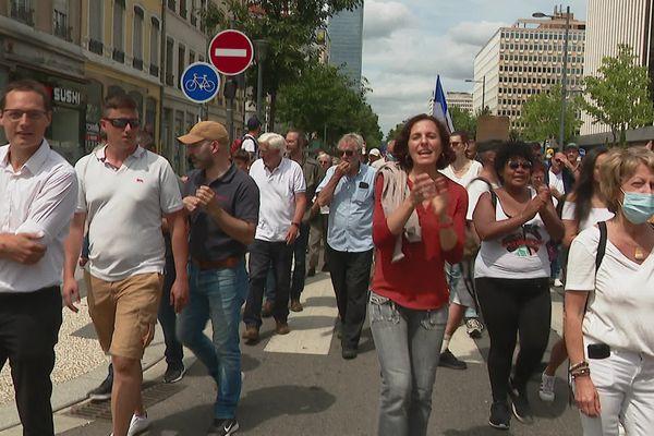 Près de 2000 personnes ont manifesté à Lyon dans le Rhône le 31 juillet 2017 contre l'instauration du passe sanitaire