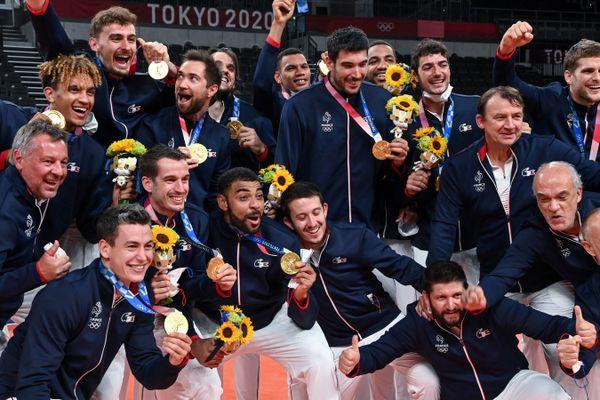 L'Equipe de France après sa victoire en finale aux JO de Tokyo, le 7 août 2021.