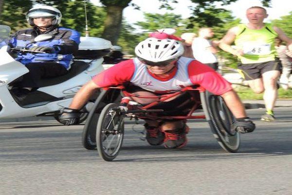 David Avram, athlète handisport de l'Agglo Athlé Soissonnais, président de l'association Cocci N'Roule a lancé le projet fou de traverser la France sur son fauteuil de compétition pour lutter contre sa maladie : la Neurofibromatose !